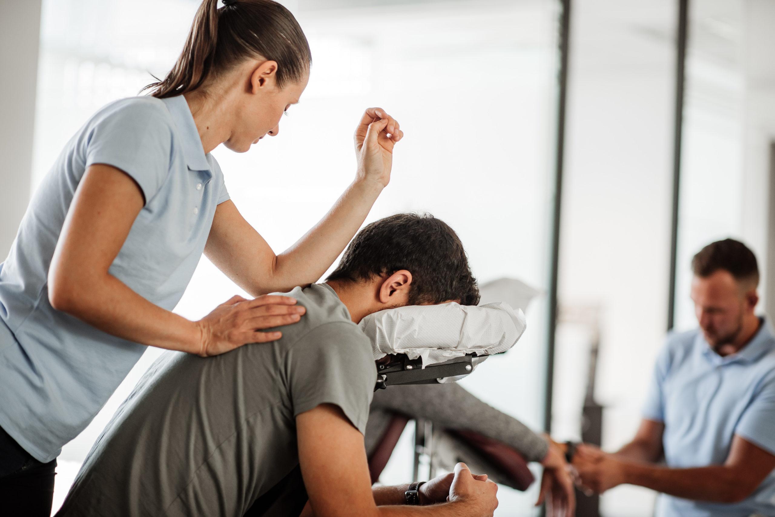 Kakšno vrednost ima masaža na delovnem mestu za vaše zaposlene?